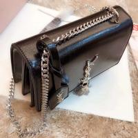 Saint Laurent  Real Photo Show Off  New product recommendations  High-quality oil-covered fabric, heart-made Quality bag