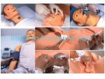 Cuidados masculinos de corpo inteiro adultos avançados e modelo do CPR com pulso da artéria carotídea
