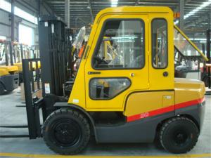China 3T diesel forklift with cab two stage mast three stage mast with free lifting on sale