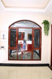 China 80 series aluminum casement  window with mosquito net aluminium window supplier on sale