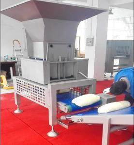 China COUSEZ le laminoir de feuilles de la pâte de pâtisserie de moteur avec la trémie automatique de coupage par blocs de la pâte on sale