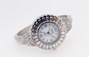 China Waterproof Silvery Girls Analogue Watch Custom Ring Finger Watch on sale