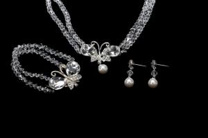 China Charming Crystal Beads Necklace With Butterfly Pendant Silver Plated Bridal Necklace Earrings Sets SR3065 on sale