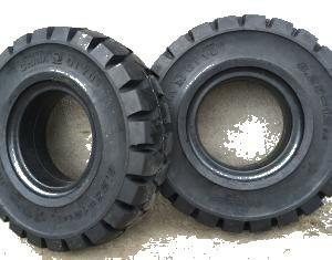 China Solid Forklift Tyres 8.25-16 792x204mm Size Deep Tread Pattern on sale