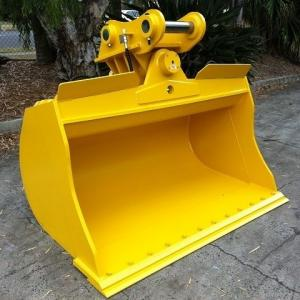 China Yellow Excavator Tilt Bucket Round Vessel Shape With 2 x 45 ° Swivel Angle on sale