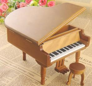 China Natural wooden music box piano music box on sale