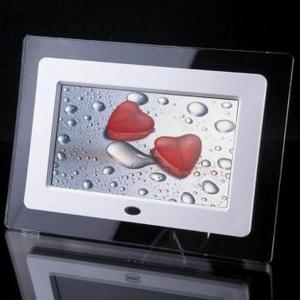 China Cheapest 7 inch Digital Photo Frame with full function R4001 USD17.5 on sale