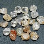 Diamantes ásperos naturais para a venda