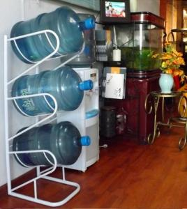 China iron welded 3 gallon water bottle racks bottle holders in stock on sale