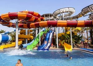 China Amusement Fiberglass Enclosed Spiral Slide Aqua Park Equipment For Playing on sale