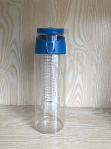 China 2017 new design 700ML BPA Free fruit infuser water bottle/sports water bottle with flip plastic bottle on sale
