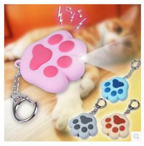 China New creative gift product cartoon animal cat paw led light keychain keyrings with sound on sale