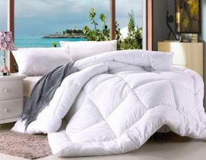 China Polyester Microfiber Filling Comforter White Hotel Duvet / Quilt with Binding on sale