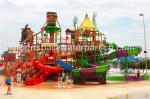 As corrediças gigantes do parque do Aqua/parque da água integraram o passeio do divertimento com corrediça de N