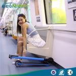 Individu équilibrant le scooter électrique pliable 350W 24V, bicyclette électrique se pliante