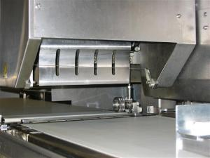 China High Frequency Small Ultrasonic Bread Slicing Machine Customized Fast Speed on sale
