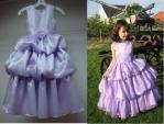 花が付いている注文の美しい夜会服のタフタの幼児のフラワー・ガールの服