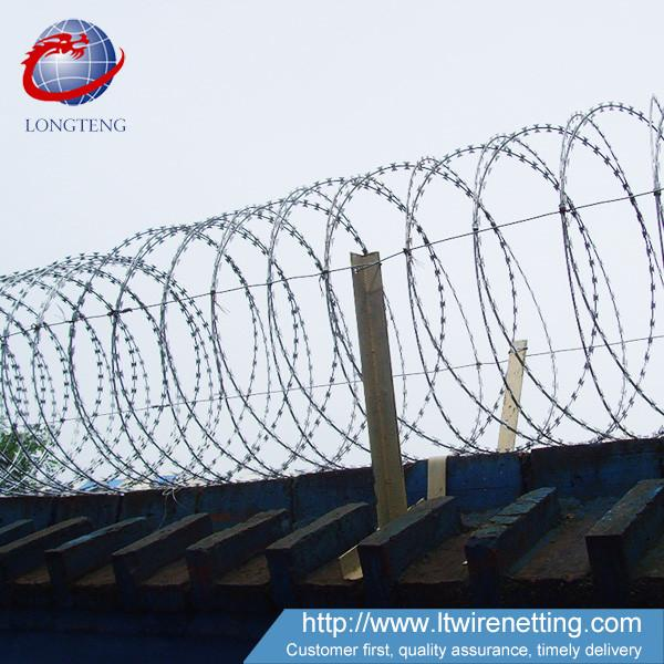 Low Carbon razor Barbed Wire length 10m-65m for Highway Protection ...