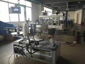 China Flat Bottle Labeling Machine , Automatic Label Applicator Machine PLC And Touch Screen on sale