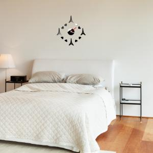 China Decorative Wall Clock Eiffel Tower Wall Clock on sale