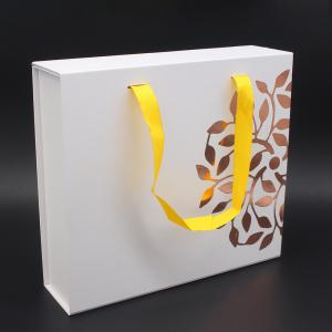 China Factory Wholesale Custom White Hampers Gift Set Packaging Box With Insert Handle on sale