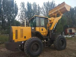 China Front Loader Articulated Wheel Loader 4000 kg Rated Load Color Customized For Building on sale