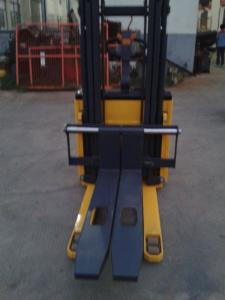 China Large Warehouse Lift Equipment Electric Walkie Stacker With Grabbing on sale