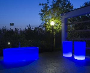 China PE 2018 New Design Ground Outdoor Glow Pool / Illuminated  Bath Pool / Bathtub on sale