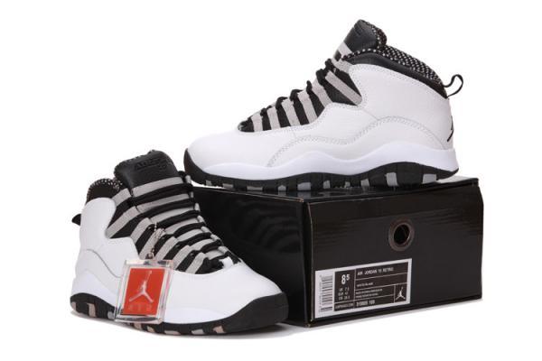 Nike aèrent le rétro blanc de la Jordanie 10les chaussures