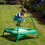 Trampolim verde pequeno seguro para o jogo exterior do jardim das crianças, área da base do cms 89x89