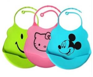 China 2013 Hot Sell Flexsible Silicone Baby Bibs on sale