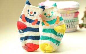 China Fashionable custom cute cartoon design anti slip baby grips socks on sale