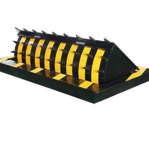 China 5M Automatic Hydraulic Road Blocker Parking Blockers Q235 Steel Plate Material on sale