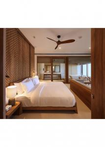 China Dubai Modern Bedroom Furniture Sets For Holiday Three Years Warranty on sale