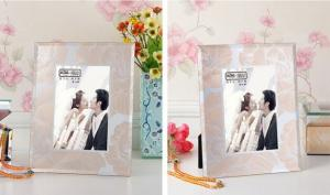 China Vintage Free Standing Glass Photo Frames Glitter Surrounded With Custom Logo on sale