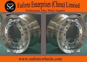 China Peignez la jante argentée polie de roue de camion de pièce forgéee/22,5 roues en aluminium de camion on sale