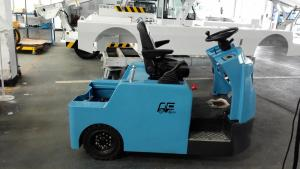 China Blue Baggage Towing Tractor Carbon Steel Material With Lead Acid Battery on sale