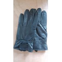 Man sheepskin gloves, black sheep yards in fastening design