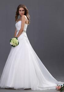 China Graceful Lady Beaded Organza A Line Wedding Dress with Floor Length on sale