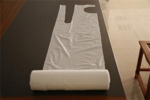 China Disposable White Plastic Aprons On Roll Antibacterial For Painting / Coating Industry on sale