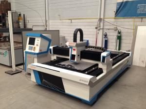 China Laser power 2000W fiber laser cutting machine for cutting stainless steel and carbon steel on sale