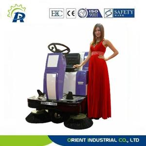China floor cleaning machine electric floor sweeper Dual brushes ride-on floor sweeper on sale