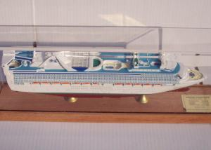 China OEM ODM Princess Cruise Ship Models With Injection Mold Making Anchor Material on sale