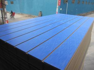China Melamina resistente de la ranura del tablero del MDF de agua de la decoración hecha frente ranurada on sale
