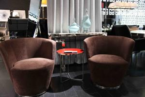 Quality Fabric and Leather Hotel Lobby Sofas , Unique Contemporary Easy Chairs for sale