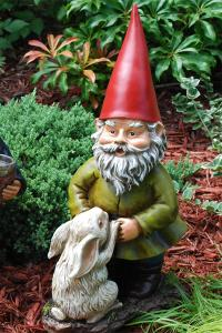 China Custom and professional Funny Garden Gnomes knomes Elf Resin Figurine on sale
