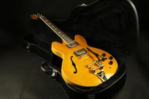 China High Quality amber hollow body jazz 335 bigsby bridge electric guitar Guitar on sale
