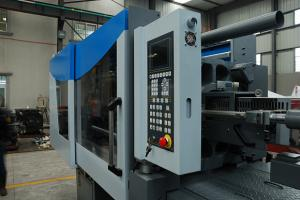 China Low electricity consumption servo injection molding equipment Automatic on sale