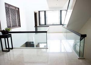 China Stairwell Customized Modern Glass Railing Decorative For Residentia Fence on sale