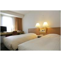 Lae standard twin room hotel furniture of wood headboard bed with long combine desk table and fabric chairs